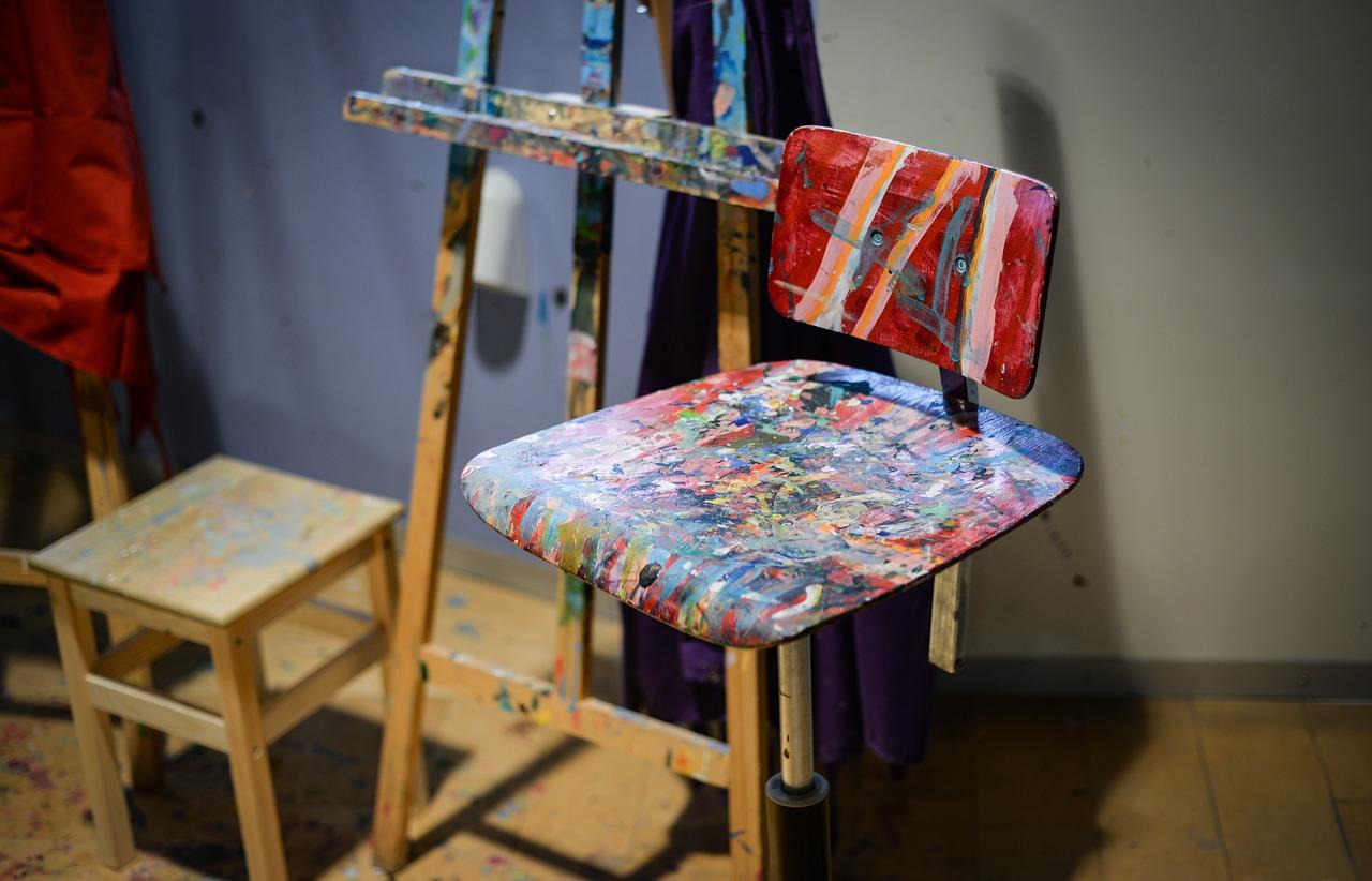 Comment fabriquer un tabouret avec une chaise ?